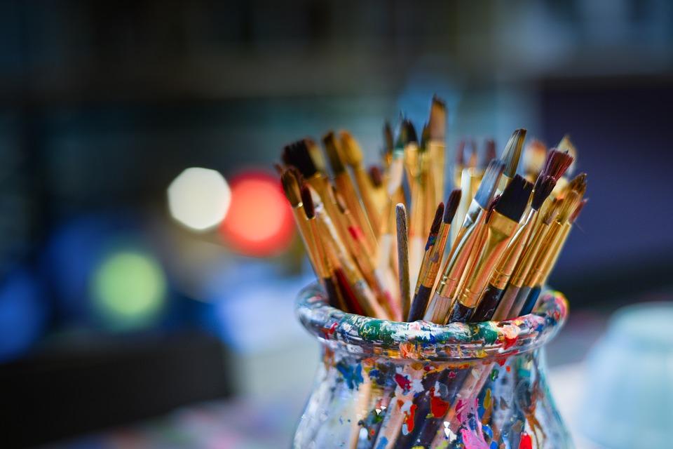 Peinture avec des enfants à partir de 5 ans : Les enfants (pré-)scolarisés ont plus d'imagination